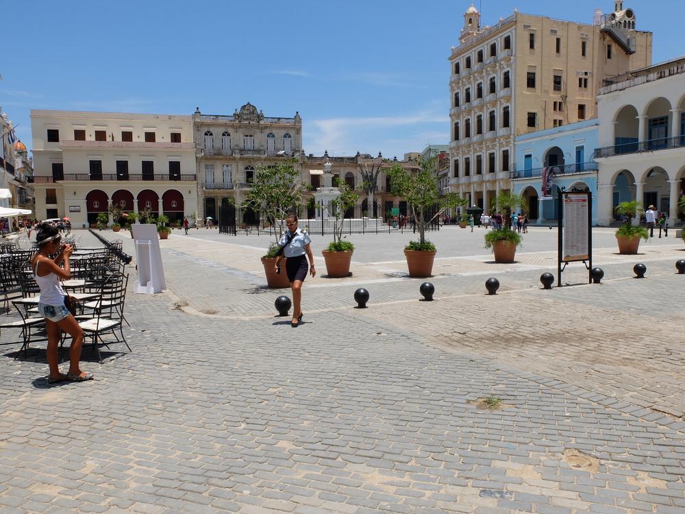 bcuba2016la-habana-plaza-vieja9